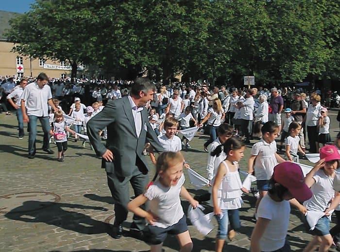 Прыгающая процессия. Аббатство Эхтернах, Люксембург