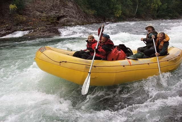 на резиновой лодке по горной реке как называется