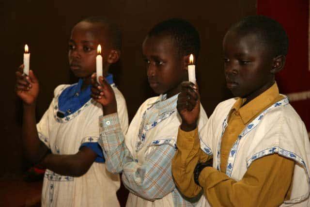 6184_18 Всемирното Православие - НА ВЪЗКРЕСЕНИЕ ХРИСТОВО В АФРИКАНСКИ СЕЛСКИ ХРАМ