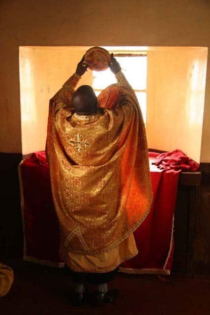 6184_7_ Всемирното Православие - НА ВЪЗКРЕСЕНИЕ ХРИСТОВО В АФРИКАНСКИ СЕЛСКИ ХРАМ
