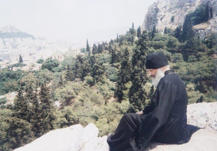 Отец Глеб Каледа в Афинах на развалинах Ареопага, в котором проповедовал апостол Павел