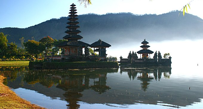 Как празднуют Рождество в Индонезии и Японии