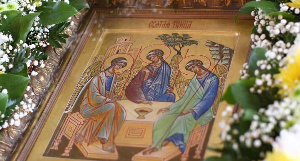 Почему День Святой Троицы называется еще и Пятидесятницей? Это одно и то же?