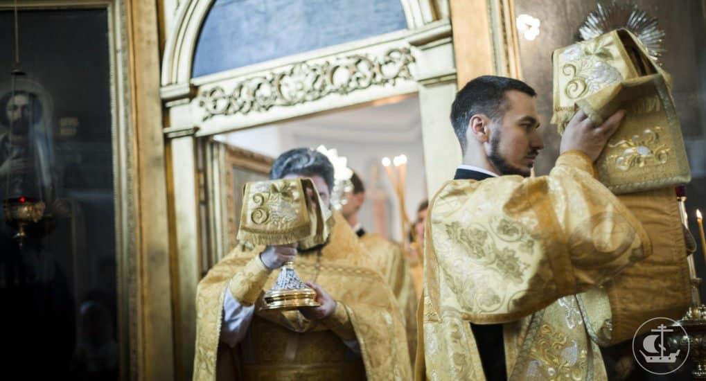 Священники должны свидетельствовать о Христе всей своей жизнью, - Патриарх