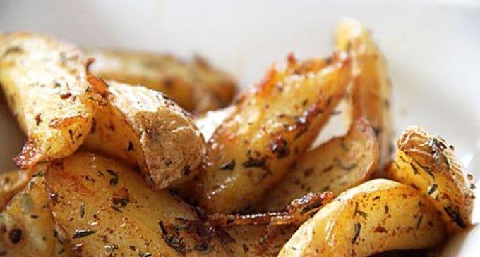 Картофель, запечённый четвертинками