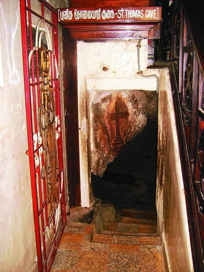 Пещера с высеченным на стене крестом, в которой жил святой