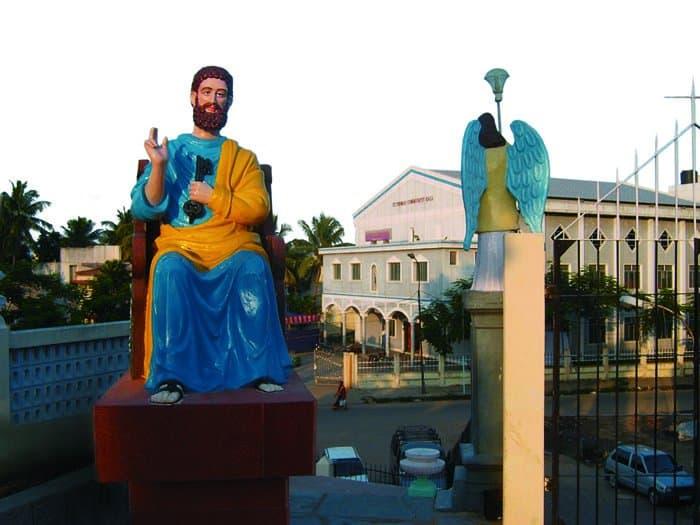 Индия. Скульптура, изображающая апостола Фому