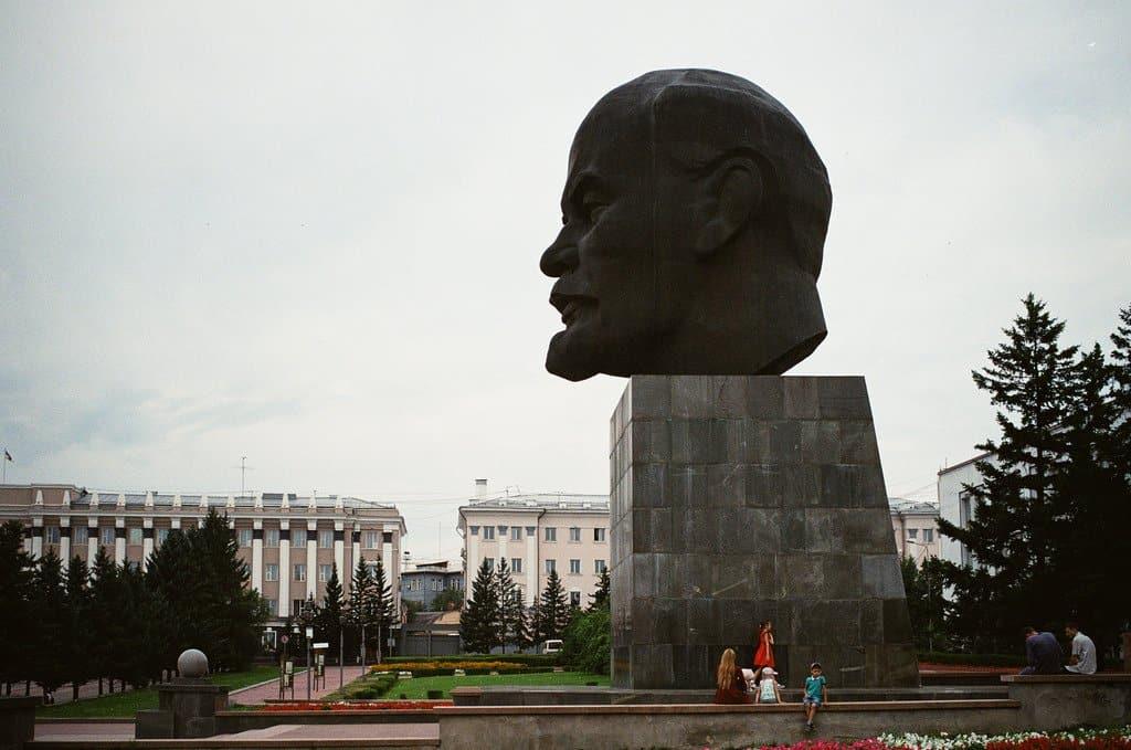 Ленин жил. Ленин жив?