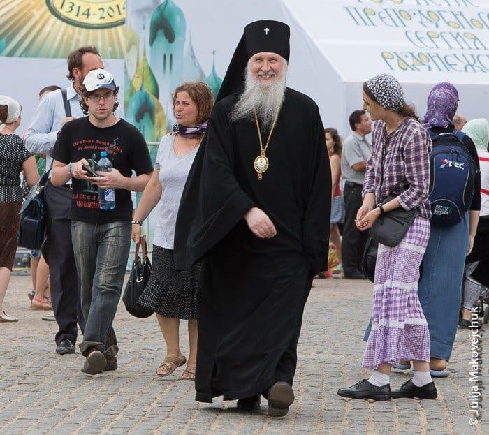 паломники, епископ