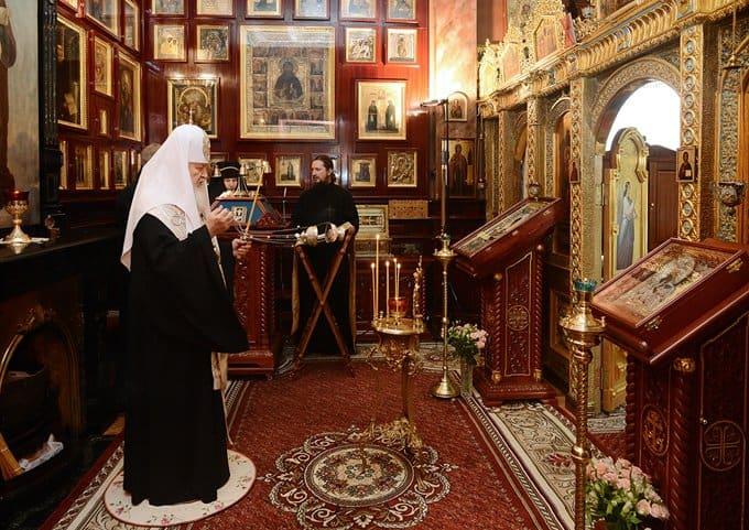 Патриарх Кирилл совершил литию по погибшим в столичном метро