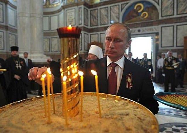 Владимир Путин приложился к мощам преподобного Сергия Радонежского