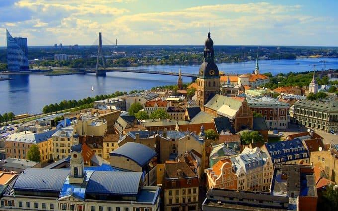 Лидеры христианских конфессий Латвии обеспокоены пропагандой безнравственности среди молодежи
