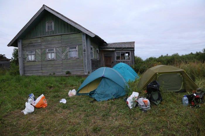 Лагерь экспедиции в деревне Октябрьская Пудожского р-на Республики Карелия