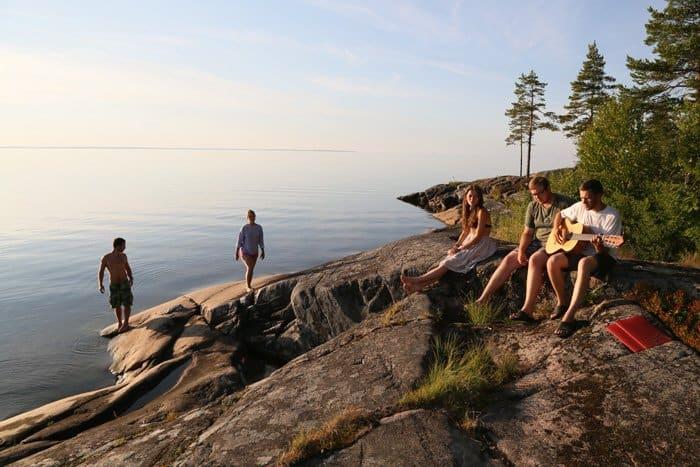 Краткие минуты отдыха на берегу Онежского озера