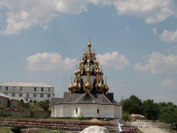 В Волгоградской области возвели 33-х купольный храм