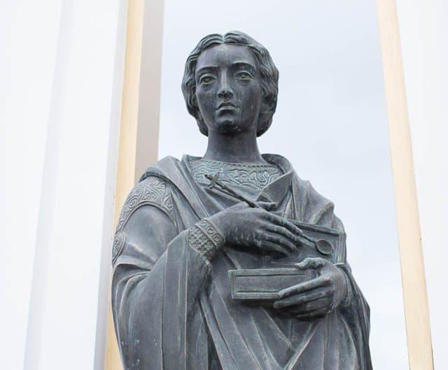Памятник святителю Пантелеимону открыли в Нефтеюганске