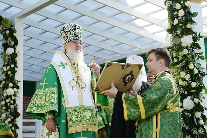 Патриарх Кирилл помолился о погибших во время артобстрела храма в Донецкой области