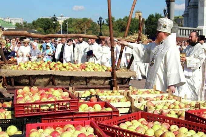Освященные Церковью 250 тысяч яблок передадут детям-инвалидам