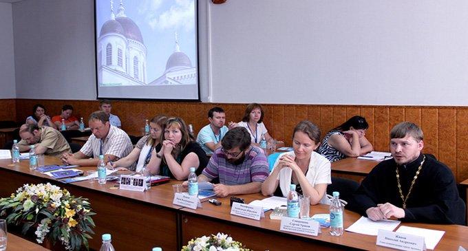 Роль святых в современной России обсудили в Арзамасе