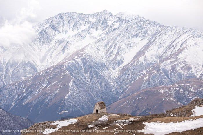 Питаленко Алексей - Среди гор  Святыня Мят-Сели на горе «Столовая» на границе Ингушетии и Северной Осетии - Алании