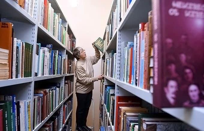Дмитрий Медведев пообещал пополнить книгами школьные библиотеки