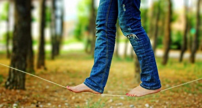 Мешают ли джинсы спасению