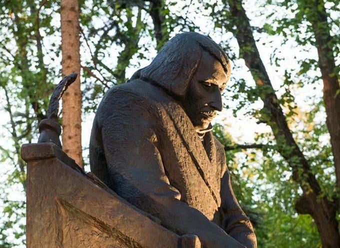 Памятник писателю Николаю Гоголю открыли в Калуге