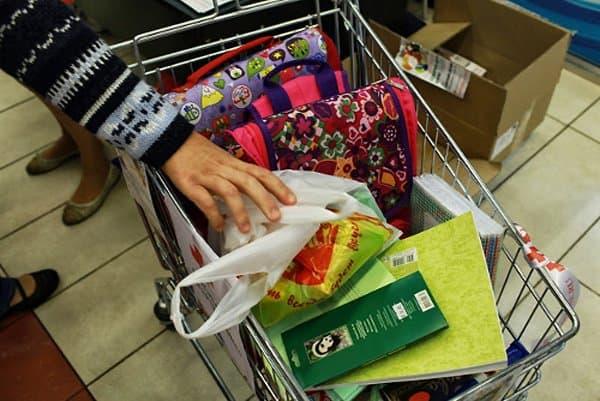 Для детей беженцев собрали 5 тонн школьных товаров