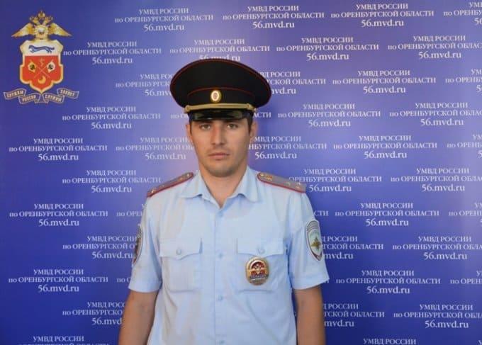 Оренбургский полицейский спас молодого человека от самоубийства