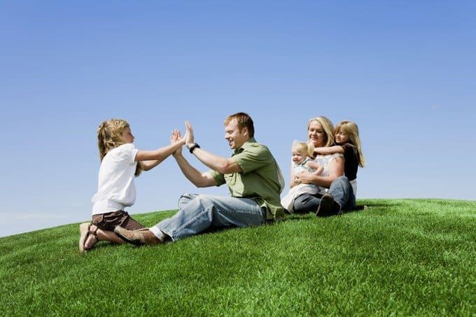 Субсидии на третьего и последующих детей будут платить и усыновителям