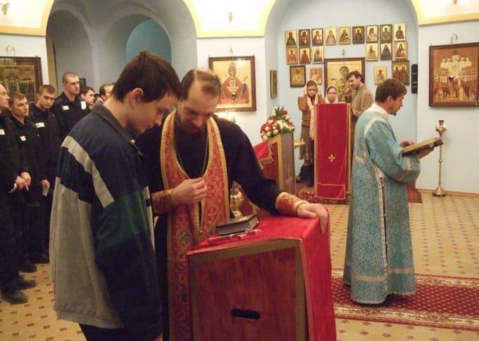 Госдума разрешила заключенным встречаться со священниками