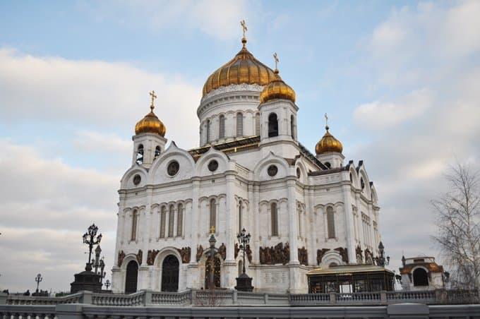 На службу в день Крещения Руси в Москве пришли несколько тысяч человек