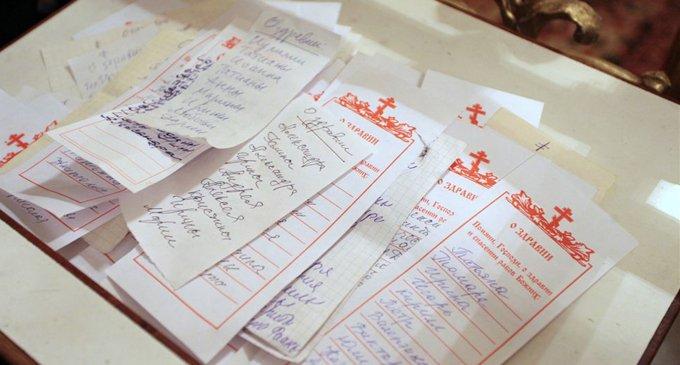 Чем отличаются записки, поданные на литургию, на молебен или на панихиду?