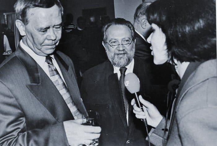 С Валентином  Распутиным в день вручения ему литературной  премии  А. Солженицына.  Фото 2000 г.