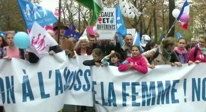 Париж и Бордо снова выступили против однополых союзов