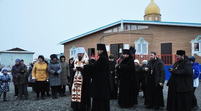 На берегу Ледовитого океана освятили православный храм
