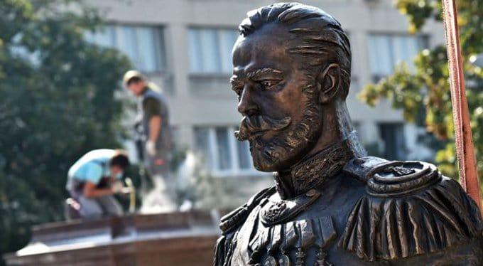 Сербы установили в Белграде памятник царю Николаю II