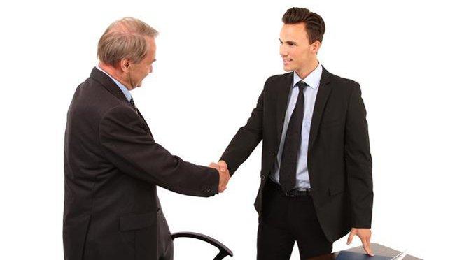 Треть россиян хотят работать у верующего начальника