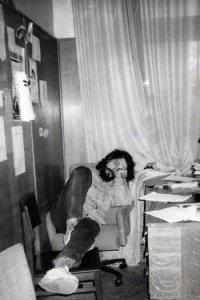 """В редакции """"Солидарности"""" после сдачи номера. 1994 г. Фото Николая Федорова"""