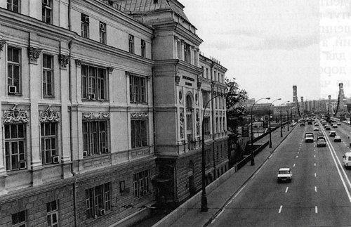 Здание МГИМО уКрымского моста