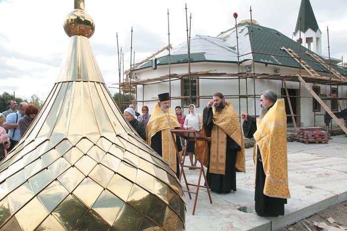 Освящение купола временного храма святого благоверного князя Александра Невского приМГИМО. 2012