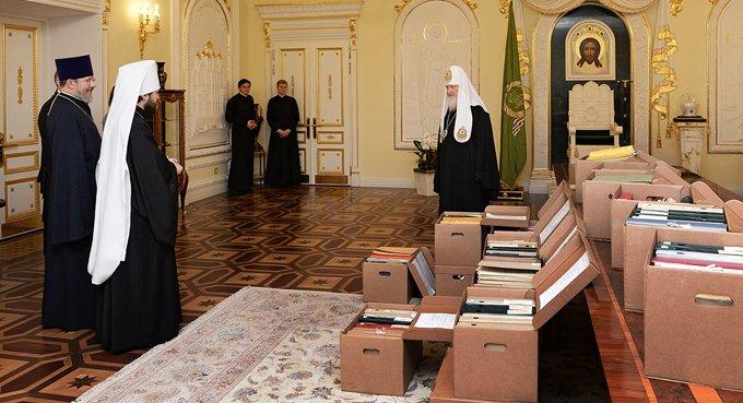 Патриарх Кирилл передал Церкви документы из личного архива