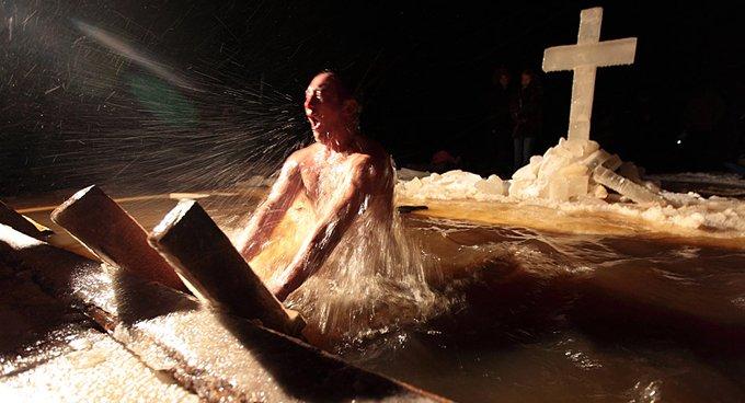 На Крещение в центре Москвы разрешили купаться только на площади Революции