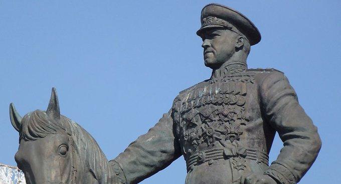 На Манежке установят временный памятник маршалу Георгию Жукову