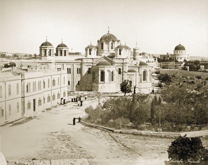Вид верхней площадки  территории Русских Построек, здания Русской Духовной миссии  и Троицкого  собора