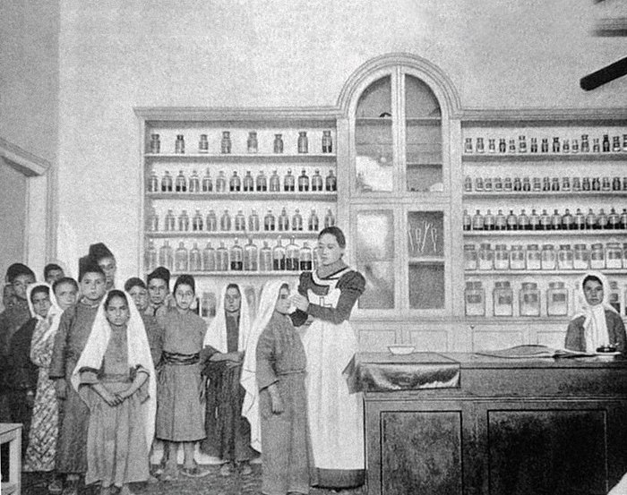 Бет-Джала. Амбулатория Императорского Православного Палестинского общества. Прием больных