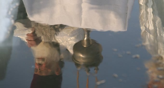Действительно ли вода дома из крана на Крещение святая?