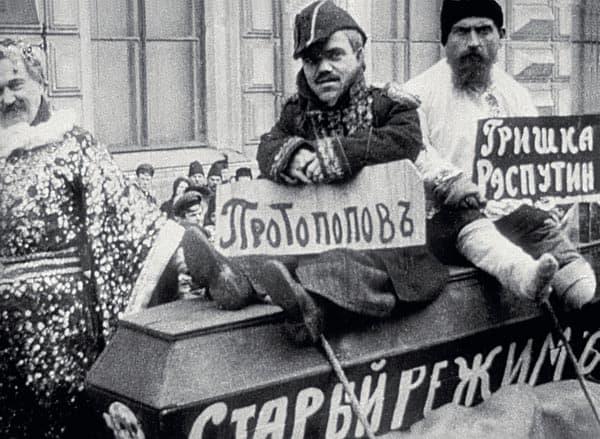 Живая карикатура на Григория Распутина и Александра Протопопова (загримированные участники демонстрации рабочих в феврале 1917 года)