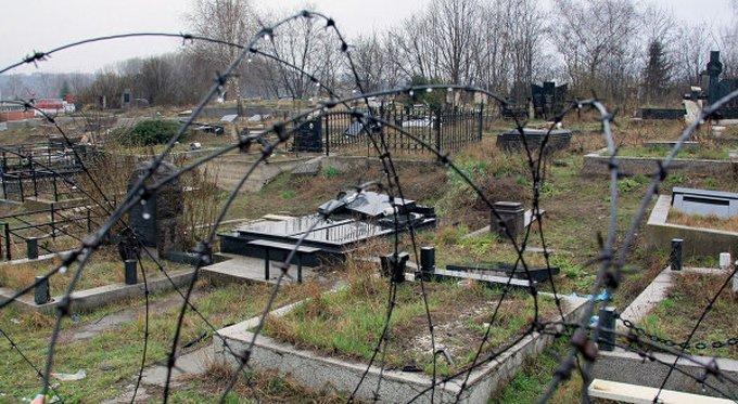 На Сретение в Косово осквернили православное кладбище