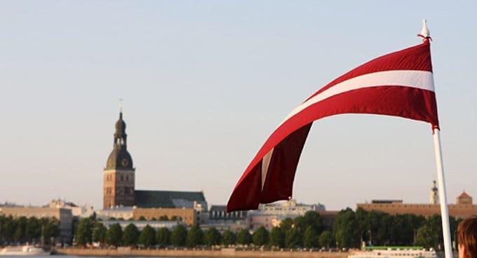 Латвия намерена защищать традиционные семью и брак